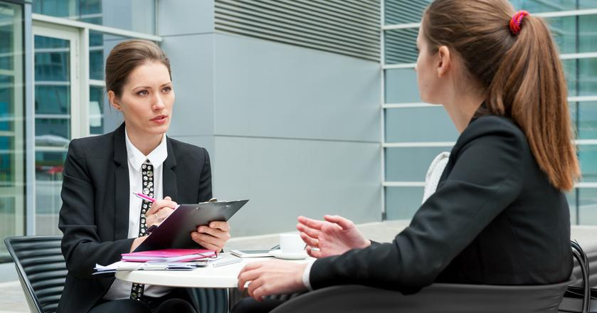 """Rozmowa kwalifikacyjna nie bez powodu nazywana jest właśnie """"rozmową"""". Ty też masz możliwość zadawania pytań"""