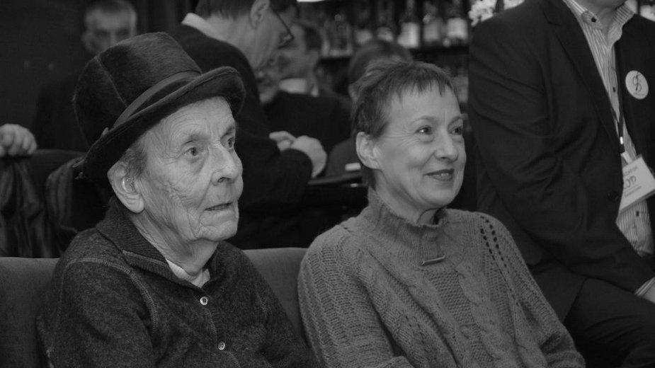 Jadwiga Sienkiewicz i Hanna Dziewanowska na pierwszej rocznicy powstania  świętokrzyskiego KOD, listopad 2016 r. (fot. Region Świętokrzyski KOD)