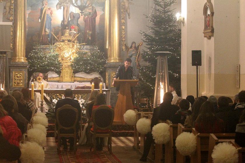 Ślub Joanny Koroniewskiej i Macieja Dowbora. Maciej Rock przemawia w kościele
