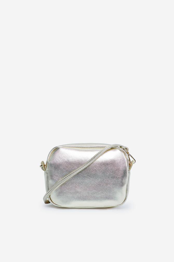 Metalik torba kao kontrast