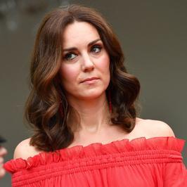 Księżna Kate Middleton zadała szyku w Berlinie. Postawiła na ognistą czerwień