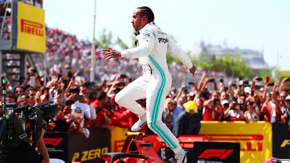 Lewis Hamilton świętuje zwycięstwo w GP Kanady 2019