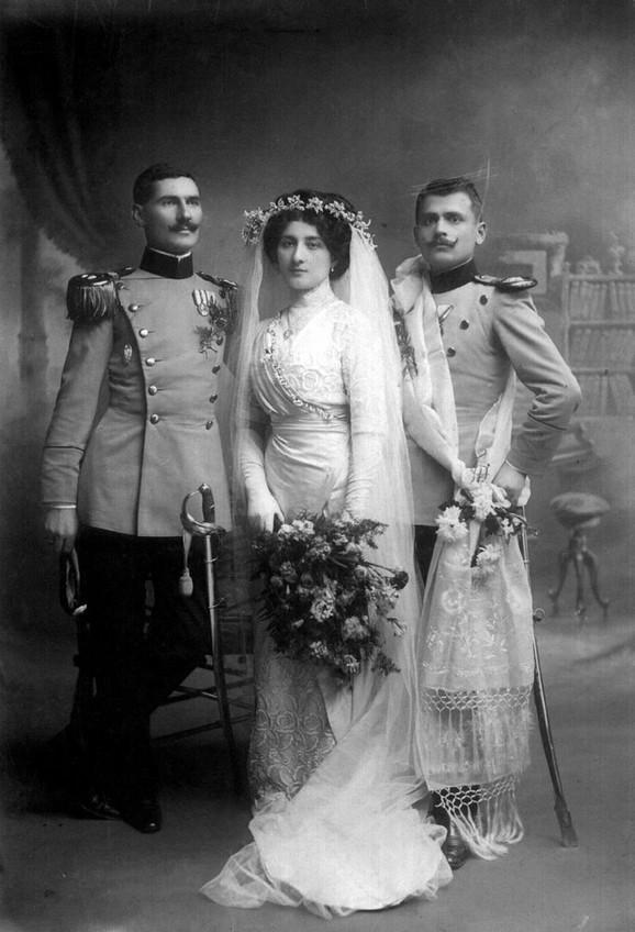 Venčanje Danice Paligorić i majora Nikole Jorgovanovića u Nišu 1911. Mlada nosi haljinu koju je kreirao i sašio salon Berte Alkalaj u Beogradu