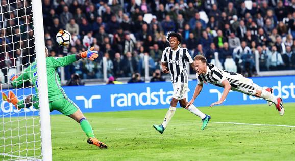 Hevedes postiže gol za Juventus