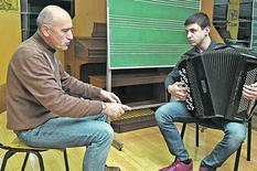 Kragujevac_profesor Vladimir Mandic i Luka Simic muzicar na harmonici_031218_RAS foto Nebojsa Raus02