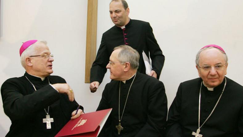 Biskupi: To zamach na prawa Kościoła
