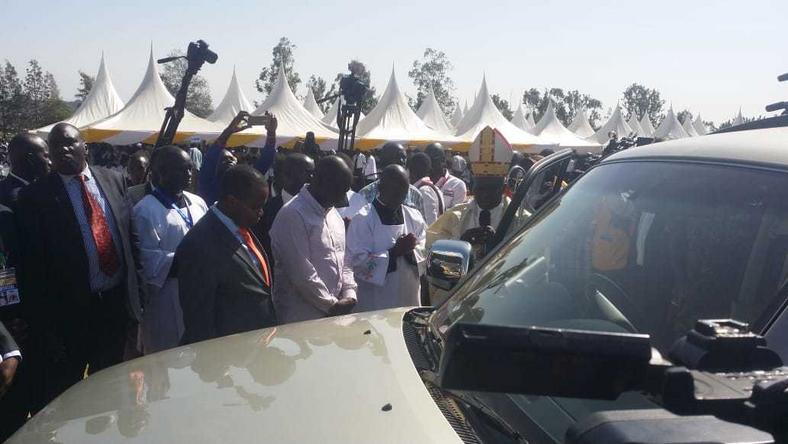 DP Ruto gifts Kisumu arch-bishop top of the range car