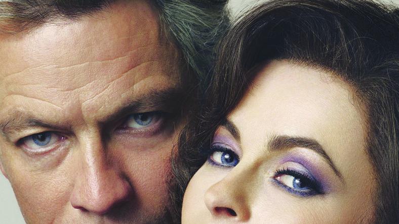 Film Richarda Laxtona przypomina mniej znany epizod z życia Liz i Richarda. Taylor (Helena Bonham-Carter), wciąż wielka gwiazda pierwszego planu, zmagająca się od lat z uzależnieniem od alkoholu i środków odurzających, na początku lat osiemdziesiątych organizuje wystawne pięćdziesiąte urodziny. Jednym z gości na przyjęciu jest dwukrotny były mąż aktorki, Richard Burton (Dominic West), kończący właśnie terapię odwykową. Aktorka, szukająca nowego pomysłu na siebie, proponuje Burtonowi wspólną pracę