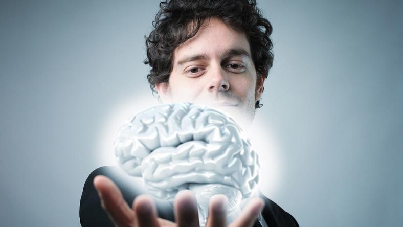 Kiedy odczuwasz zmęczenie, twój mózg może być bardziej kreatywny. Dlatego przed snem rozwijaj swoje pasje. Zamiast oglądać TV, szydełkuj, maluj, wyszywaj... To doskonały trening dla mózgu