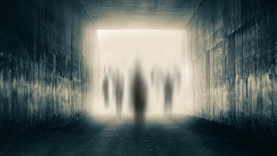 Życie między życiami - gdzie wędrujemy po śmierci?