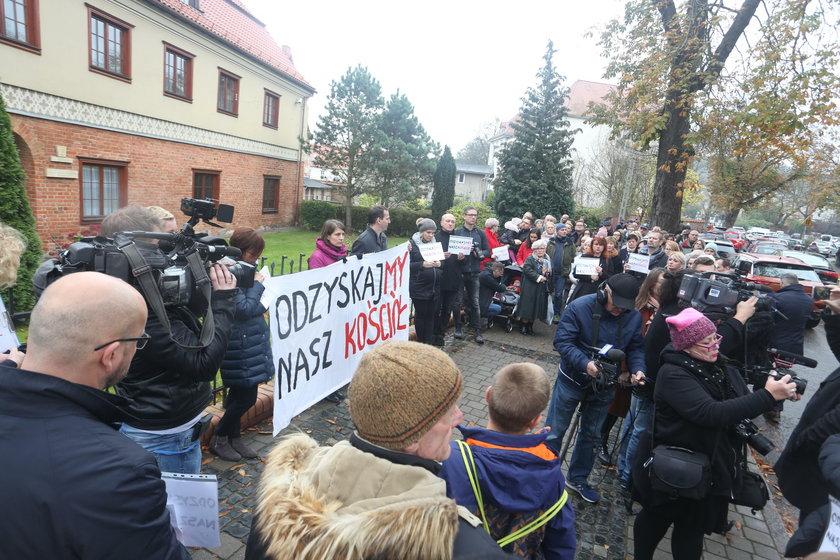 Protest przed kurią w Gdańsku
