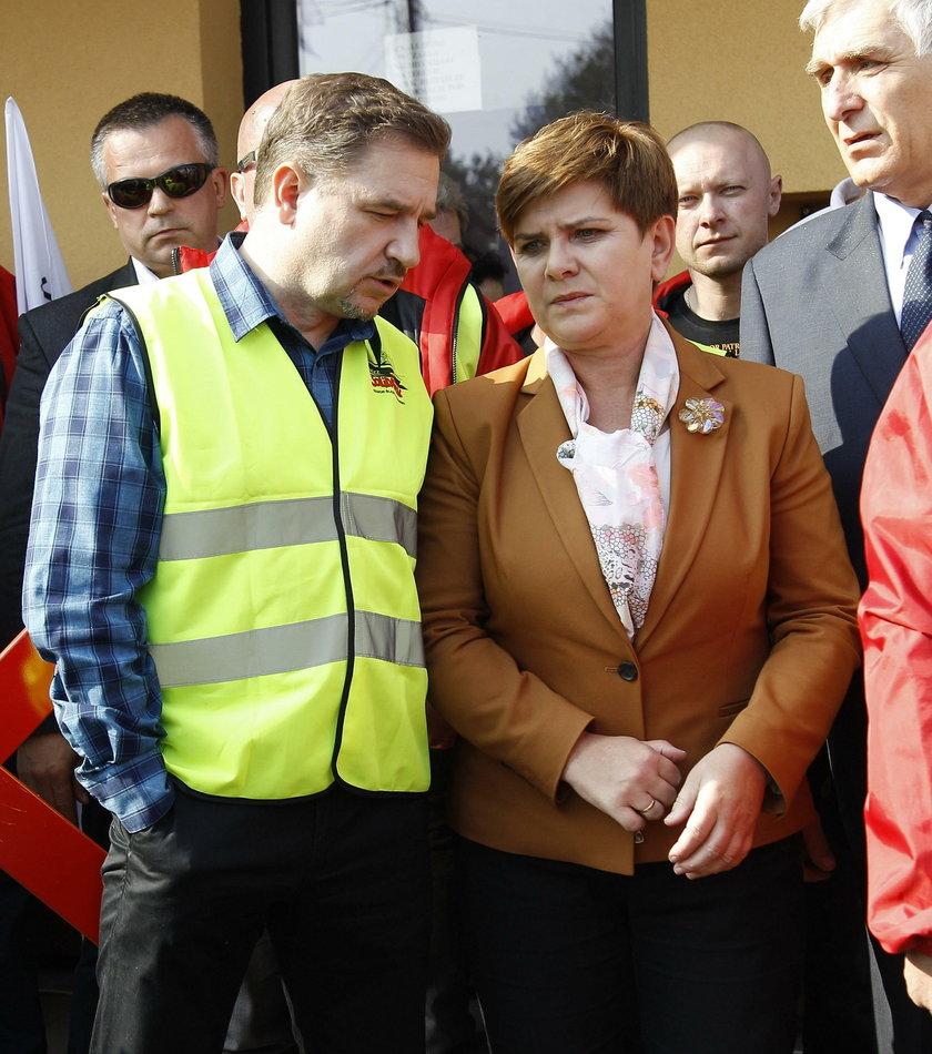 PiS w kampanii obiecało wprowadzić całkowity zakaz handlu w niedzielę, a rekomendowany do przyjęcia w Sejmie projekt po zmianach to zakaz w co drugą niedzielę