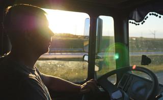 Płaca kierowców w transporcie. Włoska robota w ciężarówce