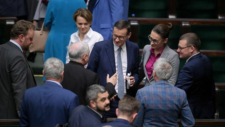 Jadwiga Emilewicz, Mateusz Morawiecki i posłowie Zjednoczonej Prawicy w Sejmie