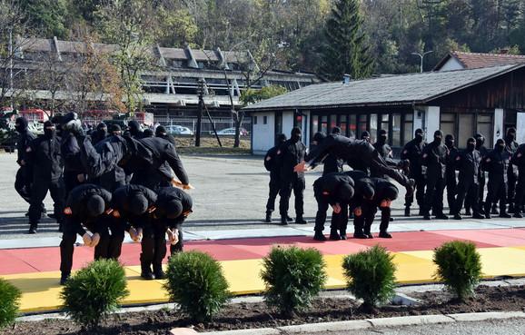 Na otvaranju nove baze u Aleksincu pripadnci Žandarmerije izveli su pokaznu vežbu