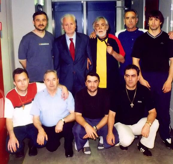 Slobodan Milošević i Naser Orić (stoji, do kraja desno)