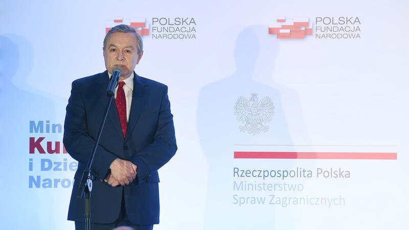 Minister kultury i wicepremier, Piotr Gliński podczas konferencji prasowej ws. programu Polska100