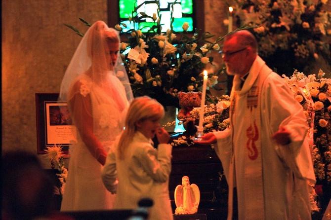 Ana je na sahrani supruga nosila venčanicu u kojoj se udala za njega