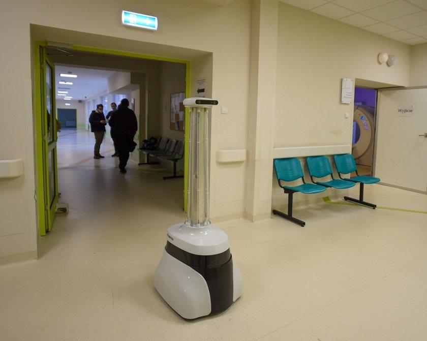 Robot zabójca wirusów w szpitalu w Łodzi.