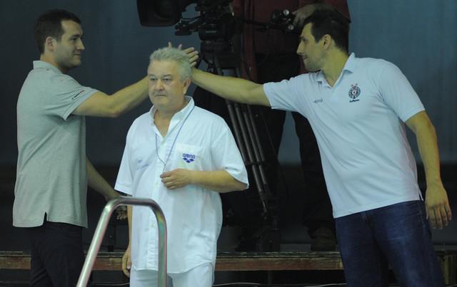 Uroš Stevanović se pozdravlja sa Vujasinovićem