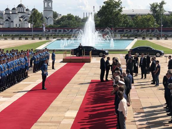 Doček ispred Palate Srbija