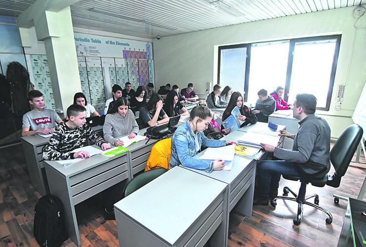 Novi Sad383 E gimnazija foto Nenad Mihajlovic