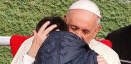 Chłopiec zapytał Franciszka, czy nieżyjący ojciec ateista trafił do nieba. Wzruszająca odpowiedź papieża