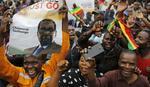 """""""OVO SU SUZE RADOSNICE, NAPOKON SMO SLOBODNI"""" Hiljade ljudi slavi na ulicama Zimbabvea, MUGABE PRED PADOM (FOTO)"""