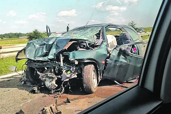 U saobraćajnoj nesreći 17 jula ,na autoputu Beograd - Niš, kod Velike Plane, život je izgubilo dvoje dece, a do nesreće je došlo kada je