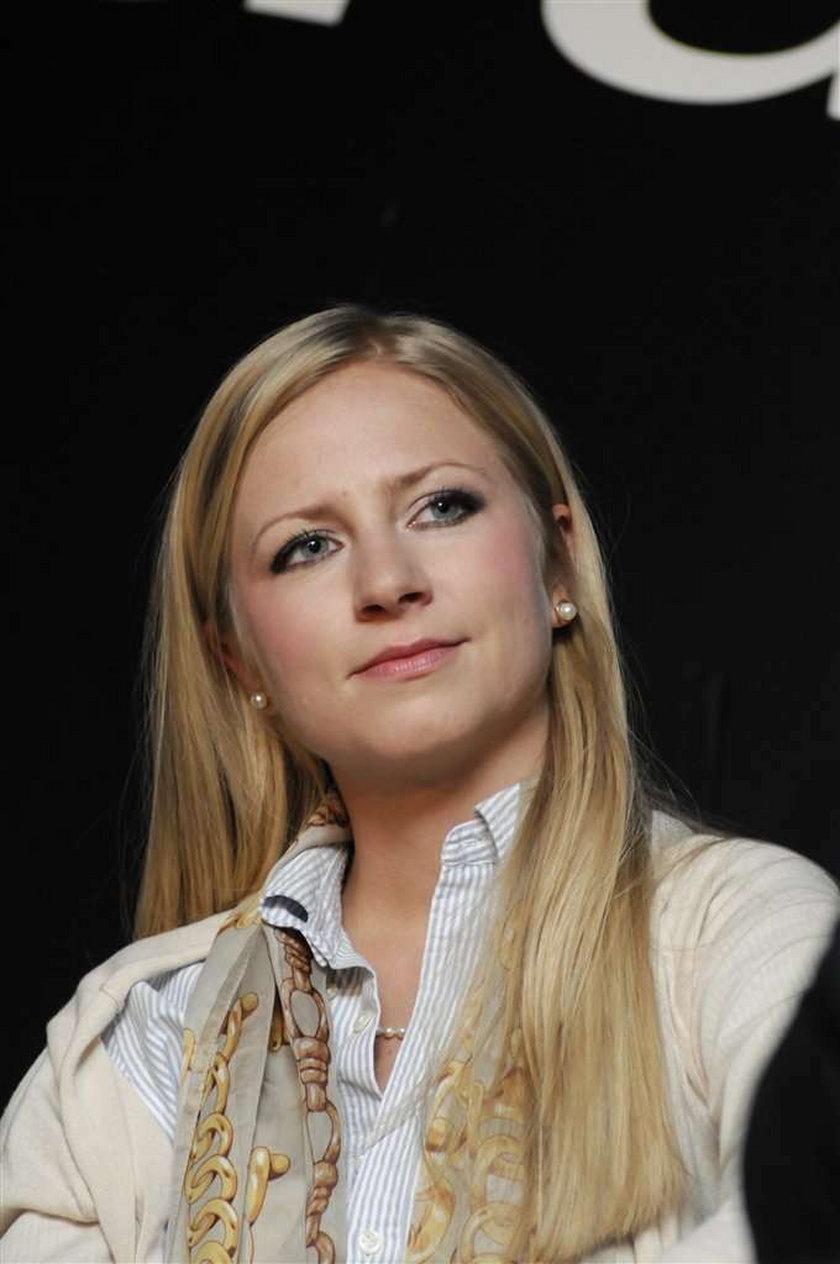26-letnia córka Jerzego Stuhra, Marianna ucieka przed błyskiem fleszy. Dziewczyna gdyby tylko mogła, zmieniłaby nazwisko