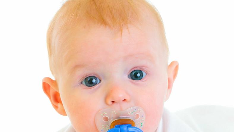 Podawanie noworodkom smoczków nie zaszkodzi ssaniu piersi