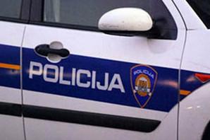 NESREĆA U HRVATSKOJ Automobil sleteo sa puta, jedna osoba stradala, druga povređena
