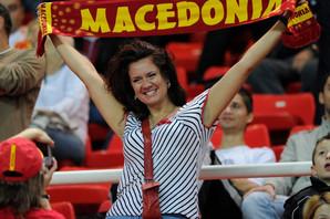 """""""NEKA ONI MENJAJU IME, JA MENJAM DRŽAVU"""" Novi naziv neće rešiti STARE PROBLEME mladih Makedonaca"""