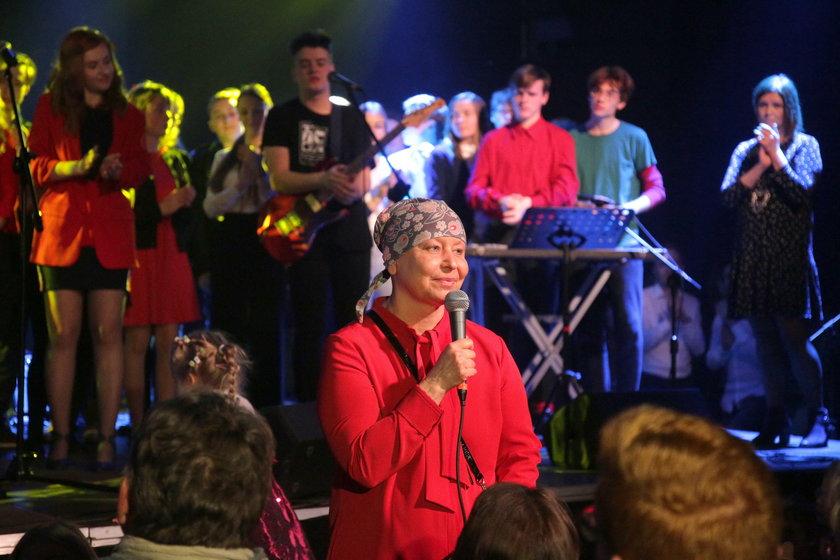 Uczniowie zagrali  koncert dla chorej nauczycielki!