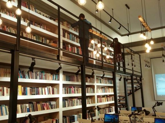 Fond biblioteke je 25.000 knjiga