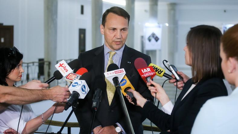 """Sikorski rezygnuje z funkcji marszałka Sejmu, będzie """"jedynką"""" w wyborach"""