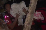 RTD_spasavanje_bebe_Filipini_tajfun_vesti_blic_unsafe