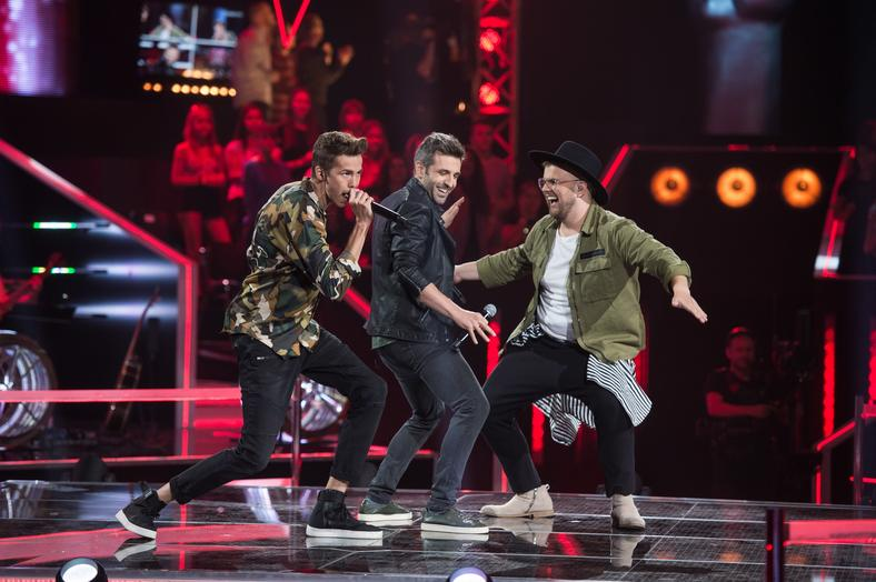 "Kirill Mednikov, Wojciech Ezzat i Maciej Mazur podczas bitwy w ""The Voice of Poland"""