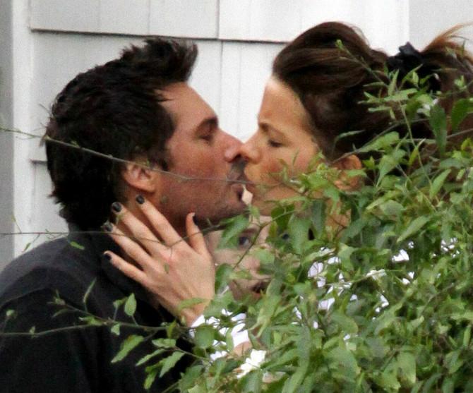 Poljubac sa bivšim mužem