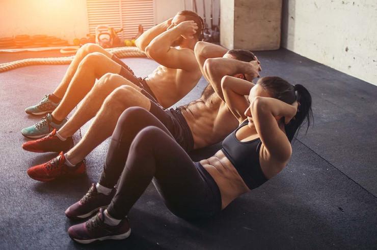 Vežbanje, trening, trbušnjaci