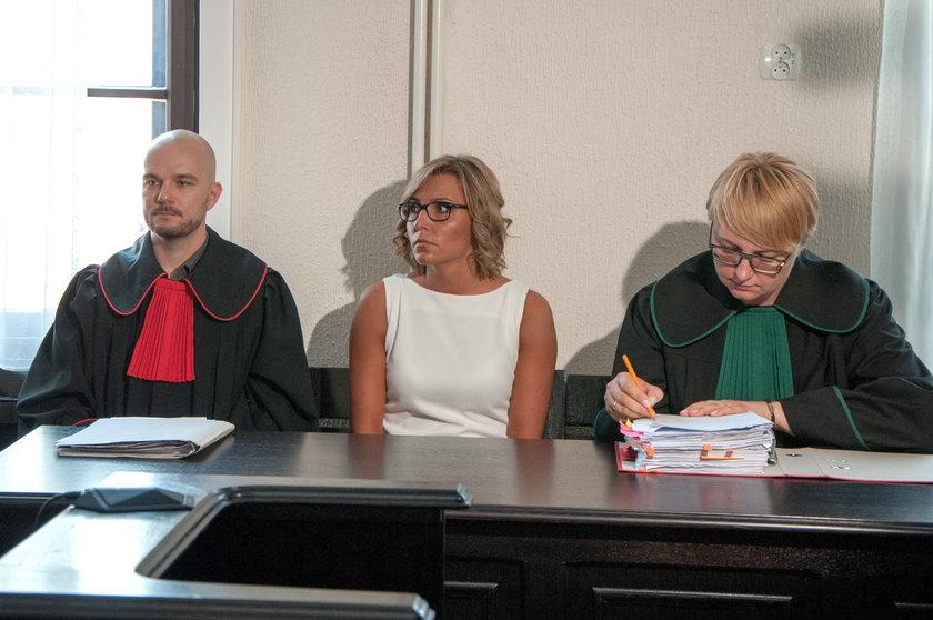 Karolina Piasecka na sali sądowej