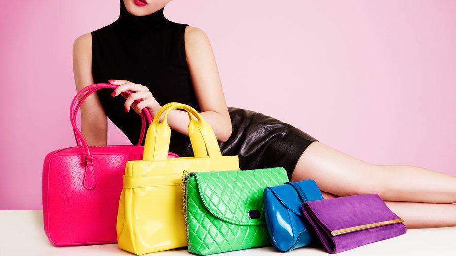 Jak dobrać torebkę do butów i sukienki