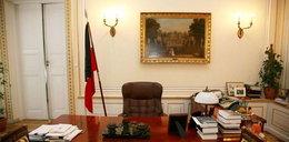 To biurko wciąż czeka na Lecha Kaczyńskiego