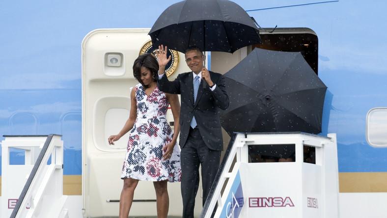 Prezydent USA stawia pierwsze kroki na kubańskiej ziemi. Barackowi Obamie towarzyszą: żona Michelle oraz córki Sasha i Malia.