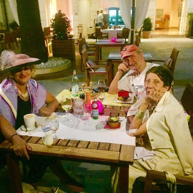 Isidora Bjelica sa roditeljima