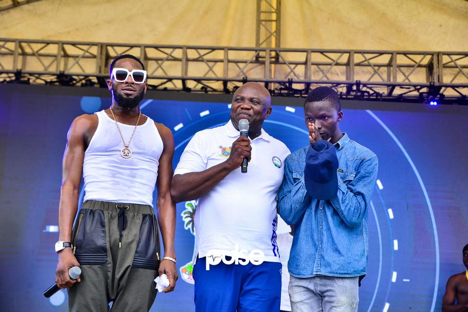 D'banj, Akinwumi Ambode and a boy who sang on stage and won N2,500,000 at Access Bank Lagos City Marathon 2019
