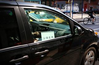 Nie tylko taksówkarze z licencją. Uber też