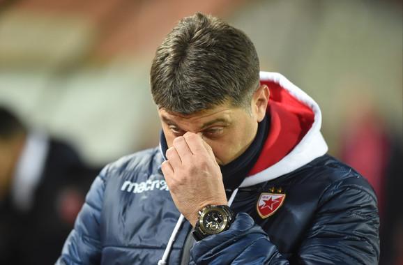 Vladan Milojević, strateg Crvene zvezde, razmišlja o taktičkim rešenjima za nastavak susreta