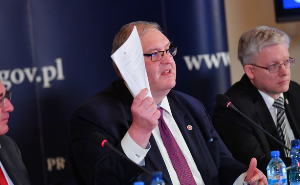 """Prok. Święczkowski na konferencji prasowej w środę zapewnił, że prokuratura prowadzi w tej sprawie """"bardzo intensywne działania śledcze, przesłuchuje świadków, zabezpiecza dokumenty i uzyskuje nowe opinie fonoskopijne""""."""