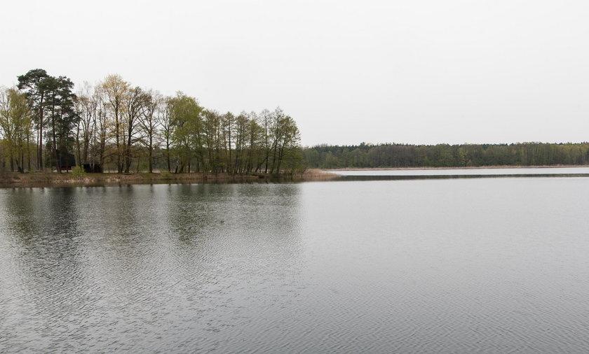 Dwie nastolatki wypadły z łódki do jeziora